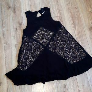 Torris - Trapeze Silhoutte Lace dress
